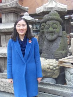 2015.12.18. At the antique art object store town near mom's clinic in front of pagoda and Dol hareubang, Jeju Island's traditional stone object.