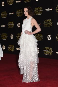 Premiere 'Star Wars: The Force Awakens' - Arrivals - Daisy Ridley (Star Wars)