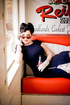 From Rockabilly to pinup the was a classy and bold time and has loads of styles/props for photoshoots! Pin Up Vintage, Retro Pin Up, Vintage Photos, Rockabilly Mode, Rockabilly Fashion, Retro Fashion 50s, Vintage Fashion, Burger Laden, Pinup Photoshoot