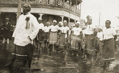 `Demonstration by 'Mau' movement members, 1920s [ca.].' McKay, Cyril Gilbert Reeves, 1900-. Historical photographs of Samoa, Tokelau, and Cook Islands. 1914-1960. MSS & Archives 2007/5, folder 3/2. Special Collections, University of Auckland Library. Photograph reproduced courtesy of George McKay.