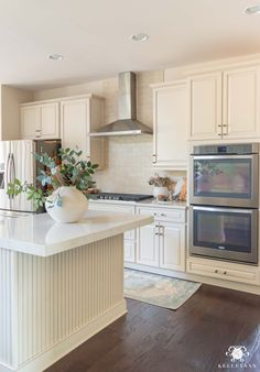 Home Decor Quotes Easy Spring Decorating Ideas in the Kitchen with greenery fresh decor and fresh colors. Decor Quotes Easy Spring Decorating Ideas in the Kitchen with greenery fresh decor and fresh colors. Spring Home Decor, Kitchen Countertop Decor, Kitchen Design, Kitchen Decor, Countertop Decor, Kitchen Counter Decor, Kitchen Island Decor, Island Countertops, Counter Decor