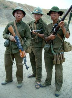 Nva regulars Military Gear, Military History, Us Army Uniforms, North Vietnamese Army, Ho Chi Minh Trail, Miss Saigon, Vietnam War Photos, South Vietnam, War Photography