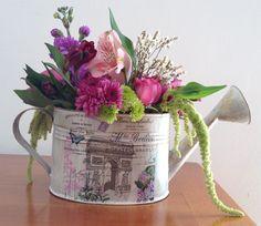 Flores2Home, regadera arco del triunfo con flores en combinación de colores.