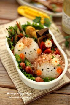 Boy Meets Girl Kyaraben Onigiri Bento (Rice Ball Face, Japanese Katsuobushi Bonito Flakes Hair, Cheese and Carrot Flower) Japanese Food Art, Japanese Lunch, Bento Recipes, Cooking Recipes, Cute Food, Good Food, Cute Bento, Kawaii Bento, Bento Box Lunch