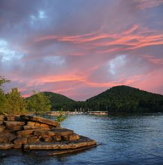This is the lake 15 mins from my parents house, I grew up in these waters:). Cave Run Lake in #Kentucky Morehead Kentucky, Kentucky Horse Park, Swimming Holes, Best Western, My Old Kentucky Home, The Beautiful Country, Beautiful Places, Daniel Boone National Forest, Ky State