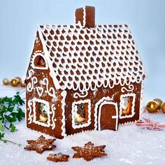 Pepparkakshus dekorerat med kristyr Christmas Candy, Gingerbread, Barn, Food, Converted Barn, Christmas Treats, Ginger Beard, Barns, Christmas Cookies