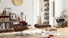 vitraEvery Eames Lounge Chair with Ottoman comes with a gift. Buy an Eames Lounge Chair with Ottoman until January 2019 and get an Occasional Table LTR as a gift. Tap the link in bio to discover more. Offer available in Europe and the Middle East only. Eames Design, Canapé Design, Chair Design, Vitra Lounge Chair, Modern Swivel Chair, Modern Armchair, Charles Eames, Lounges, Bedroom Ideas