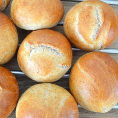 Fuldkornsboller   6pm.dk Lunch Recipes, Bread Recipes, Baking Recipes, Healthy Recipes, Lunch Foods, Pandesal, Cooking Cookies, Home Bakery, Bread Bun