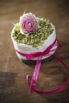 nekedcake tortácska rosa wedding love Budapest, Cake, Desserts, Food, Tailgate Desserts, Deserts, Food Cakes, Eten, Cakes