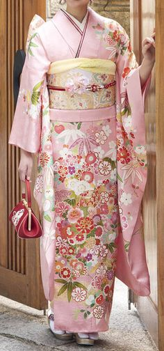 Many Japanese wore Kimonos in Ancient Japan. Kimono styles have changed with the times as with any fashion but the […] Traditioneller Kimono, Furisode Kimono, Kimono Japan, Kimono Fabric, Floral Kimono, Outfit Essentials, Traditional Kimono, Traditional Dresses, Fashion Mode