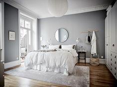 Gravity home: a calm grey apartment in sweden skandinaviskt sovrum, vita so Gray Bedroom Walls, Cozy Bedroom, Bedroom Colors, Grey Walls, Home Decor Bedroom, White Bedroom, Bedroom Mirrors, Bedroom Ideas, White Bedding
