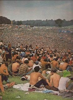 5 Facts About Woodstock The Hippies Don't Want You to Know 1969 Woodstock, Woodstock Hippies, Woodstock Festival, 70s Aesthetic, Aesthetic Vintage, Happy Hippie, Hippie Love, Lake Pictures, Estilo Hippie
