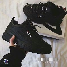 Sneakers shoe fever is still a trend among young people. Updated, there were a FILA brand sneakers that were hit and used a lot. Cute Shoes, Me Too Shoes, Sneakers Fashion, Fashion Shoes, Girl Fashion, Ootd Fashion, Shoe Boots, Shoes Heels, Sock Shoes
