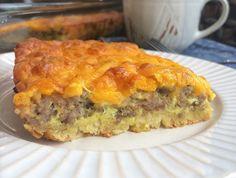Best Breakfast Casserole, Baked Breakfast Recipes, Breakfast Bake, Sausage Breakfast, Breakfast Dishes, Brunch Recipes, Sausage Quiche, Breakfast Quesadilla, Breakfast Ideas