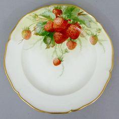 KPM Berlin Obst- Teller, Früchte-Motiv, Erdbeeren, Durchmesser 21 cm