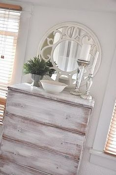 me encanta este espejo con este mueble en decape