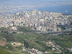 Naples, Vomero's hill and bay ..... Napoli, collina del Vomero e golfo ...