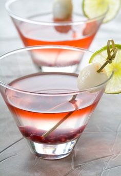 recette de cocktail : cocktail litchi, recette de cocktail litchi, recette de cocktail litchi et citronnelle - Recettes exotiques: recettes de fruits exotiques, desserts fruits exotiques, plats fruits exotiques - Ce délicat dégradé de couleurs est dû à la déclicieuse association des litchis et de la grenade ! Pensez à la rondelle de citron vert en déco pour donner un peu de pep's à ce mélange...