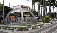 Situada no centro de Itapetinga a Praça da Bíblia é mais uma decoração que substituiu o antigo mercado municipal do município.