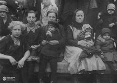 Colonia de holandeses en el Hotel de Inmigrantes, Buenos Aires. 1930. Che Guevara, Countries, Cities, Pictures