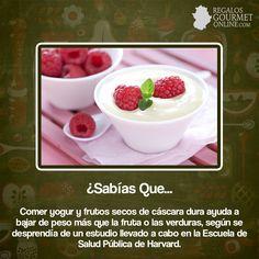 ¿#SabíasQue Comer yogur y frutos secos de cáscara dura ayuda a bajar de peso?#Curiosidades#Gastronomía