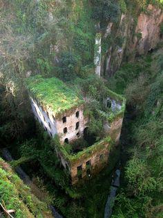 Lieux insolites: Un moulin abandonné en 1866 à Sorrente, Italie