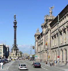 L'estàtua de Colom i un edifici de duanes a Barcelona (Catalonia) by Arnim Schulz, via Flickr