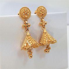 Stylish Diamond-studs Earrings Collection At Diamond District Block Gold Jhumka Earrings, Gold Earrings Designs, Gold Jewellery Design, Diamond Pendant Necklace, Gold Jewelry, Chain Earrings, Diamond Earrings, Diamond Studs, Designer Earrings