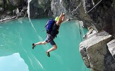 Klettersteig aus Kristall - Bild: Tomaž Opresnik Source by marcodicandiaparadiso Kids Rock Climbing, Rock Climbing Workout, Camping Ideas, Outdoor Camping, Nepal Mount Everest, Climbing Outfits, Hiking Routes, Bungee Jumping, Mountaineering