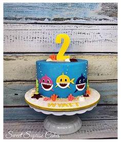 Shark Cupcakes, Beach Cupcakes, Shark Cake, Cupcakes For Boys, Shark Birthday Cakes, 2nd Birthday Party Themes, Baby Birthday Cakes, Boy Birthday Parties, Baby Boy Cakes