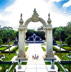 Arco de Carabobo. Patrimonio historico de nuestro pais en el cual Venezuela se independiza de España de manera definitiva en 1821. Su construcción fue realizada en 1921 para celebrar los primeros 100 años de independencia.