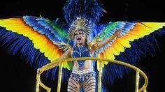 30 de poze pline de culoare de la Carnavalul din Rio 2012.  Vezi mai multe poze pe www.ghiduri-turistice.info  Source : www.flickr.com/photos/sergiohsg/6785776630 Rio Carnival, Mai, Brazil, Carnival