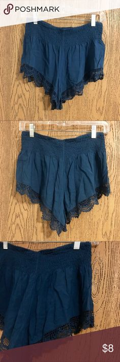 High waisted shorts Stretchy waistband is so comfy and shorts are so cute. Worn a couple times but now that I'm graduating college I wear longer shorts lol. TBH they make your butt look really good cuz they're a little cheeky. M but more like a S Forever 21 Shorts