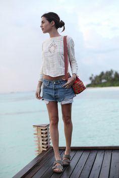 what-id-wear:  What I'd Wear: The Outfit Database (source: Amlul )
