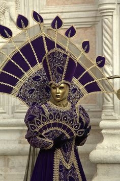 Mask 🌻 For more great pins go to Venice Carnival Costumes, Venetian Carnival Masks, Carnival Outfits, Carnival Of Venice, Venetian Masquerade, Masquerade Ball, Carnival 2015, Venice Carnivale, Venice Mask
