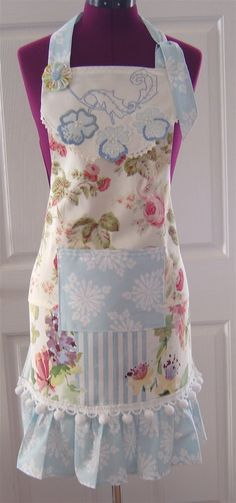 No Pattern, but pretty apron! Vintage Apron Pattern, Retro Apron, Aprons Vintage, Vintage Linen, Vintage Decor, Sewing Crafts, Sewing Projects, Fun Projects, Dress Patterns
