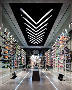 16 Shoes Store Interior from Simple Minimalist to Modern Luxury Designs - Home Interior Design Ideas Shoe Store Design, Retail Store Design, Retail Shop, Boutique Interior, Shop Interior Design, Store Interiors, Shop House Plans, Retail Interior, Shop Front Design