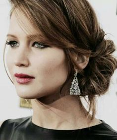 Jennifer Lawrence hairstyle for the red carpet