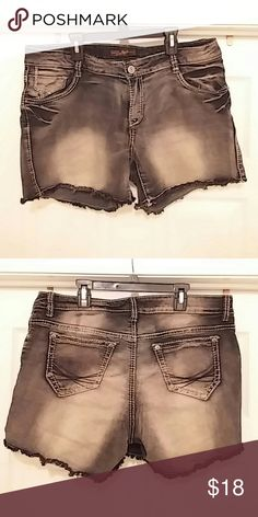 3e43b9ad113   Cute distressed jeans   These are a pair of black distressed jeans.