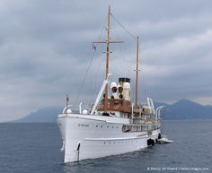 classic yacht - the Delphine