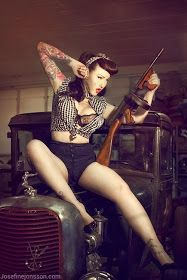Ammo and Gun Collector: Girls And Guns