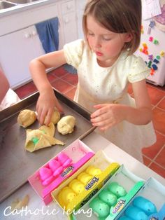 rainbow resurrection rolls for Easter: easter treat for kids to make.