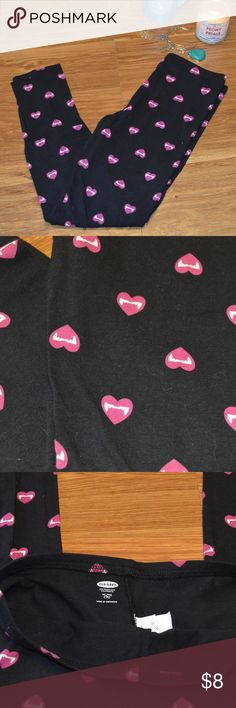 Old Navy girls Vampire Hearts leggings- like new! Full-length Old Navy girls leggings. Black background with vampire fangs in hearts.  Excellent condition- like new! Old Navy Bottoms Leggings