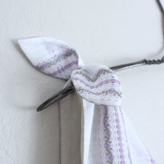 DIY Tutorial – Tie-On Shoulder Bow — Sew DIY