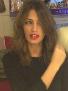 http://www.fashionassistance.net/2013/04/sara-carbonero-nos-muestra-su-nuevo.htmlFashion Assistance: Sara Carbonero nos muestra su nuevo corte de pelo y peinado