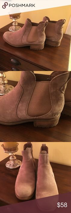 Beautiful and warm UGG boots, light wear 🎄🎄 Cozy UGG boots, so little wear because it has been so very warm in the south ☀️☀️☀️☀️ UGG Shoes Ankle Boots & Booties