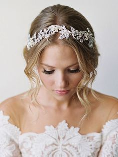 Oh my, this bridal headband by @belairebridal is just beautiful, don't you think? Make sure you check out the rest of this beautiful wedding accessory collection.   Photo by @kurtboomerphoto   Styling by @joyproctor