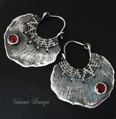 Pétale - Fine silver ,garnet earrings, Vanini