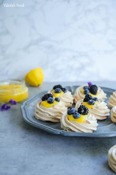Mini Pavlova, Lemon Cream, My Recipes, Food Videos, Cheesecake, Deserts, Candy, Sweet, Food Food
