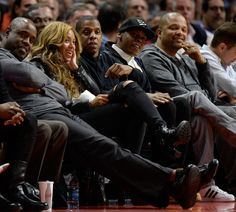 Beyonce Knowles Photos Photos - Beyonce and Jay Z watch the game between the Brooklyn Nets and the Los Angeles Clippers at Staples Center on January 22, 2015 in Los Angeles, California.   NOTE TO USER: User expressly acknowledges and agrees that, by downloading and or using this Photograph, user is consenting to the terms and condition of the Getty Images License Agreement. - Brooklyn Nets v Los Angeles Clippers